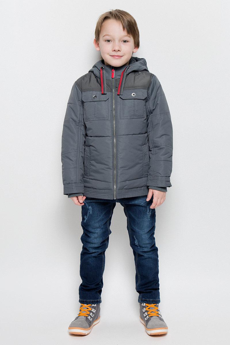 Куртка361001Стильная куртка для мальчика PlayToday изготовлена из полиэстера. Куртка с несъемным капюшоном застегивается на молнию с защитой подбородка и внутренней ветрозащитной планкой. Капюшон дополнен затягивающейся тесьмой. На рукавах предусмотрены трикотажные манжеты. Края рукавов регулируются по ширине с помощью кнопок. Куртка оснащена дополнительной защитой от снега с внутренней стороны. Снизу на куртке имеются хлястики с кнопками для регулировки объема. Спереди расположены четыре функциональных кармана. Изделие дополнено светоотражающим элементом для безопасности ребенка в темное время суток.