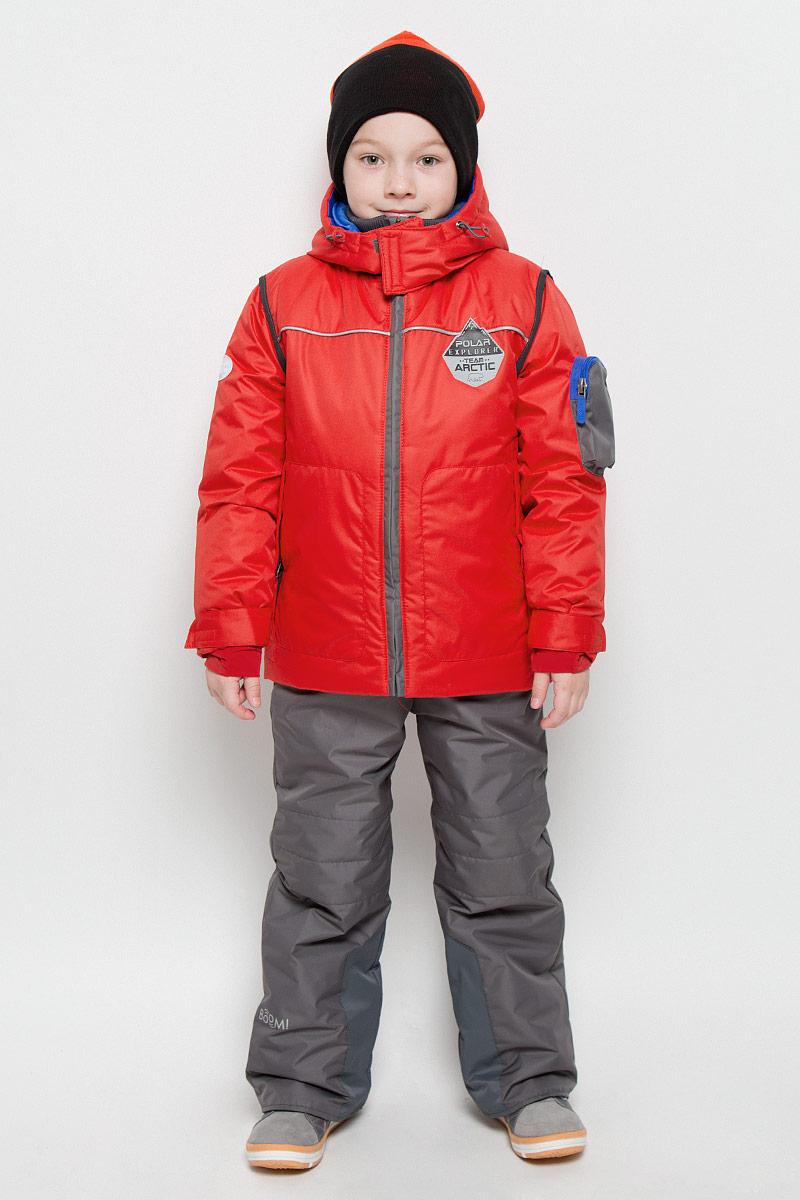 Комплект верхней одежды64360_BOB_вар.1Комплект для мальчика Boom! включает в себя куртку, утепленные брюки и горнолыжные очки. Куртка и брюки выполнены из прочного полиэстера, наполнитель - синтепон. Комплект растет вместе с ребенком благодаря внутренним швам, которые можно распустить, чтобы увеличить длину рукавов. Куртка с несъемным капюшоном и длинными рукавами застегивается на застежку-молнию. Рукава дополнены эластичными внутренними манжетами и хлястиками с липучками. Спереди имеются два накладных кармана на застежках-молниях, на рукаве также расположен накладной карман на молнии. Куртка дополнена внутренним трикотажным воротником-стойкой. Объем капюшона и низа куртки регулируется при помощи шнурков-кулисок. Полукомбинезон застегивается на пластиковую молнию с ветрозащитной планкой. Изделие дополнено съемными эластичными наплечными лямками, регулируемыми по длине. На талии полукомбинезона предусмотрена широкая эластичная резинка. Спереди расположены два втачных кармана. Брючины дополнены...