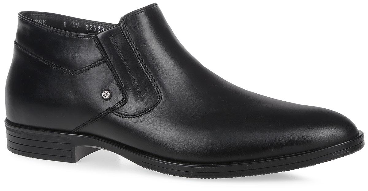 22523Мужские ботинки от Marko выполнены из натуральной кожи. Модель оформлена прострочкой. Боковая сторона дополнена застежкой-молнией. Подкладка и стелька изготовлены из натурального меха. Подошва из термоэластопласта оснащена рифлением.