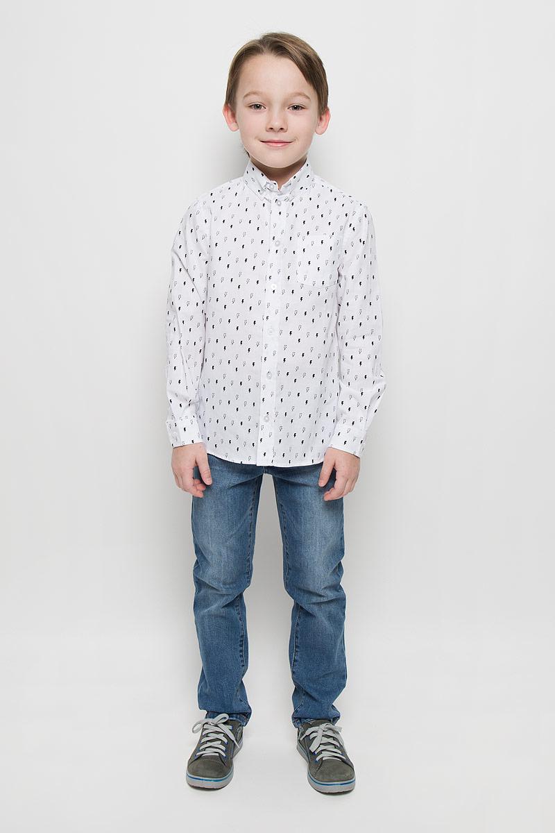 216BBBC23021403Модная рубашка для мальчика Button Blue изготовлена из натурального хлопка. Рубашка с отложным воротником и длинными рукавами застегивается на пуговицы. На воротнике и манжетах также имеются застежки-пуговицы. Изделие оформлено мелким равномерным рисунком. Рубашка Button Blue сделает образ ребенка стильным и свежим, соответствующим основным трендам сезона.