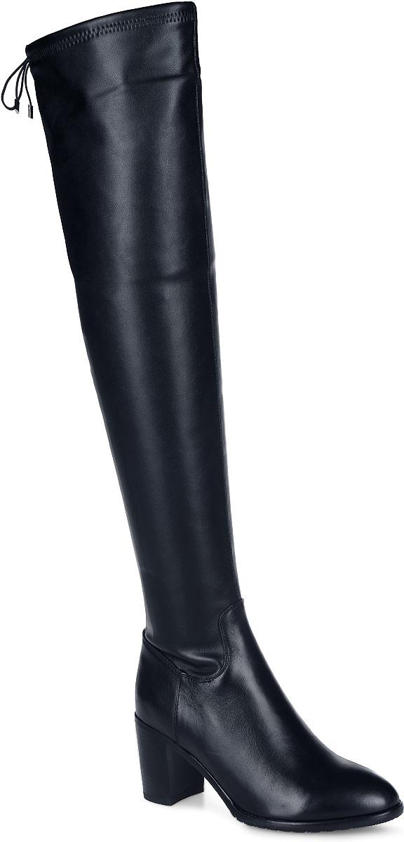204-175-02(T)/83Женские ботфорты на устойчивом каблуке от Dino Ricci выполнены из комбинации натуральной и искусственной кожи. Модель оформлена застежкой-молнией до середины голенища. Верх голенища дополнен кулиской с эластичным шнурком. Подкладка и стелька изготовлены из текстиля. Каблук и подошва из полимерного материала оснащены рифлением.