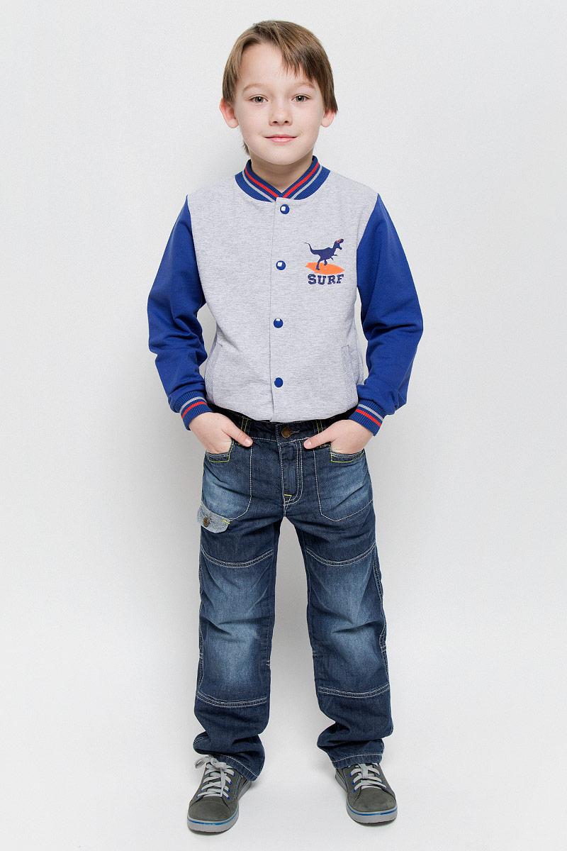Джинсы361015Стильные джинсы для мальчика PlayToday изготовлены из хлопка. Модель дополнена мягкой трикотажной подкладкой. Прямые джинсы застегиваются на пуговицу и имеют ширинку на застежке-молнии. На изделии предусмотрены шлевки для ремня. Регулировка в поясе на эластичной тесьме с пуговицами обеспечит идеальную посадку по фигуре. Спереди расположены два втачных кармана, сзади - два прорезных с клапанами на пуговицах. Джинсы оформлены модными потертостями и контрастной прострочкой.