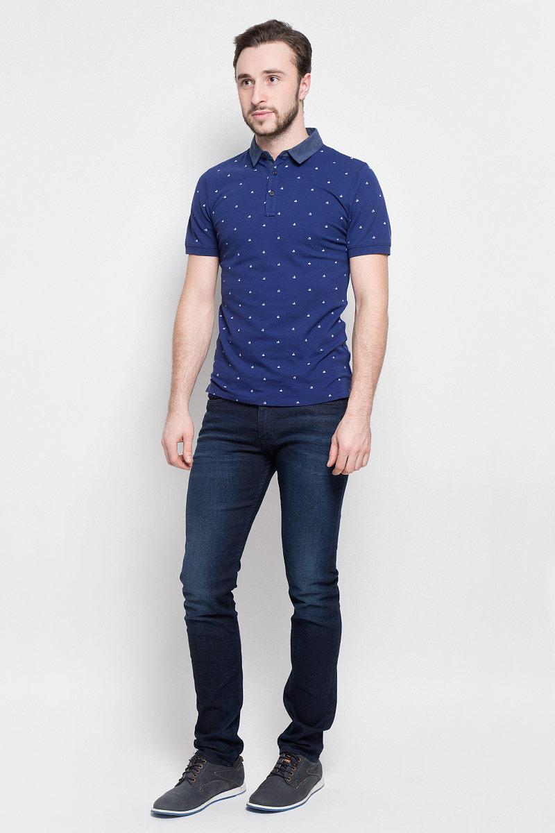 ДжинсыJ30J304302Модные мужские джинсы Calvin Klein Jeans выполнены из хлопка с добавлением эластана и полиэстера, что обеспечивает комфорт и удобство при носке. Джинсы модели-слим имеют стандартную посадку. Модель застегивается на пуговицу в поясе и ширинку на молнии. Имеются шлевки для ремня. Джинсы имеют классический пятикарманный крой: спереди модель дополнена двумя втачными карманами и одним маленьким накладным кармашком, а сзади - двумя накладными карманами. Модель оформлена перманентными складками и эффектом потертости.