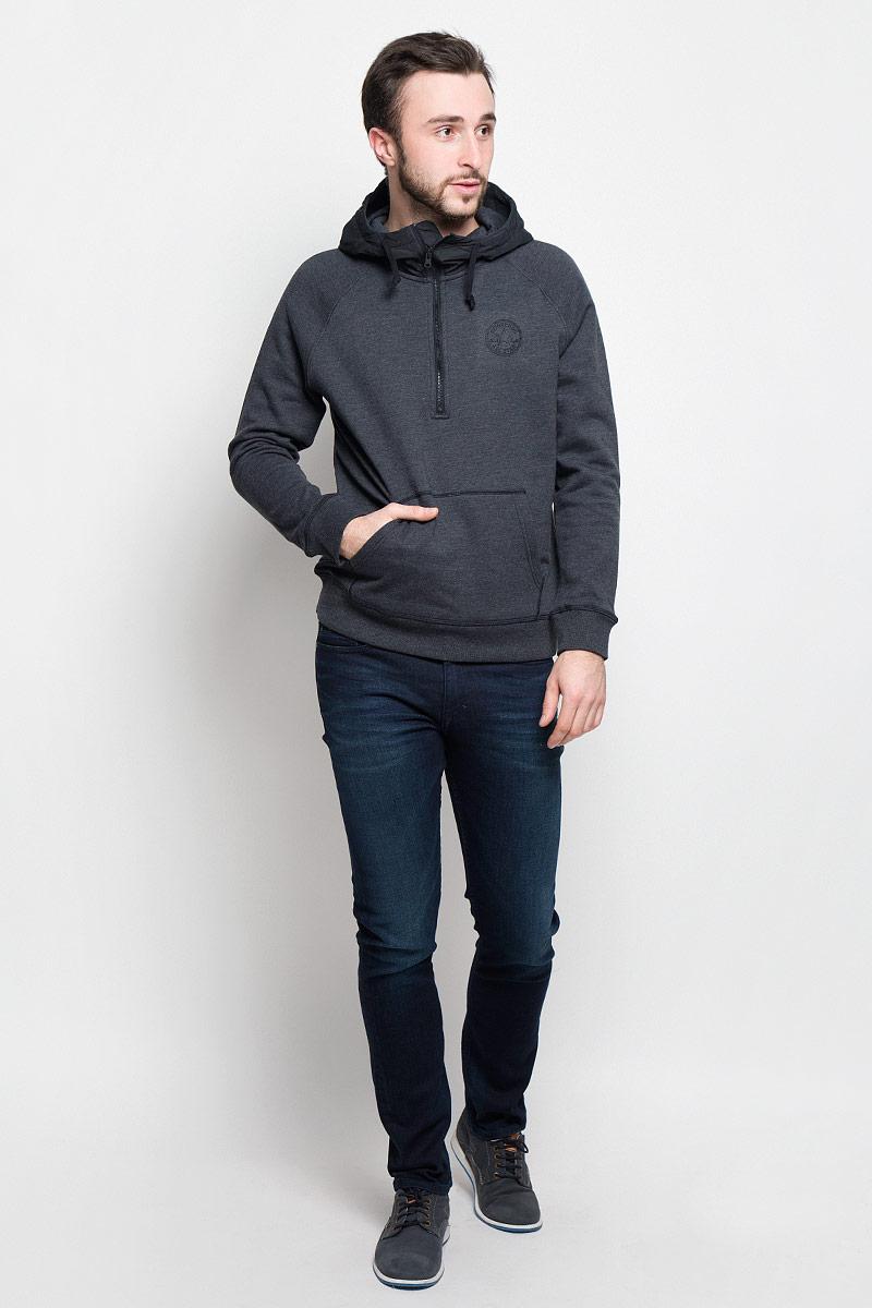 Толстовка10001158001Стильная и уютная мужская толстовка Converse Woven Detail 1/2 Zip изготовлена из хлопка и полиэстера. Модель с капюшоном и длинными рукавами-реглан не сковывает движений и обеспечивает наибольший комфорт. Капюшон выполнен из 100% полиэстера с подкладкой из хлопка и полиэстера. Объем капюшона регулируется при помощи шнурка-кулиски. Толстовка сверху застегивается на молнию. Манжеты рукавов и низ модели дополнены эластичными резинками. Спереди толстовка имеет накладной карман-кенгуру. Оформлено изделие логотипом производителя.