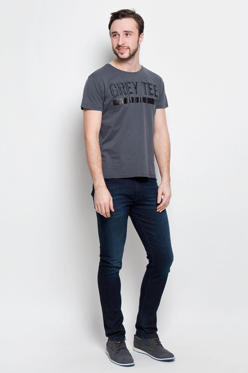 20100359_87CМужская футболка Broadway Pietro с короткими рукавами и круглым вырезом горловины выполнена из натурального хлопка. Футболка украшена контрастным принтом с надписью Grey Tee.