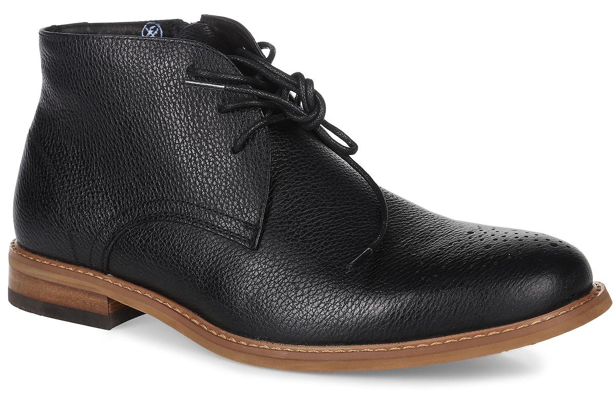 22661Стильные мужские ботинки Collection от Marko выполнены из натуральной кожи с зернистой фактурой. Мысок оформлен декоративной перфорацией. Подкладка из текстиля и стелька из материала ЭВА с поверхностью из натуральной кожи обеспечат комфорт. Шнуровка надежно зафиксирует модель на ноге. Боковая застежка-молния позволяет легко снимать и надевать модель. Подошва и каблук дополнены рифлением.