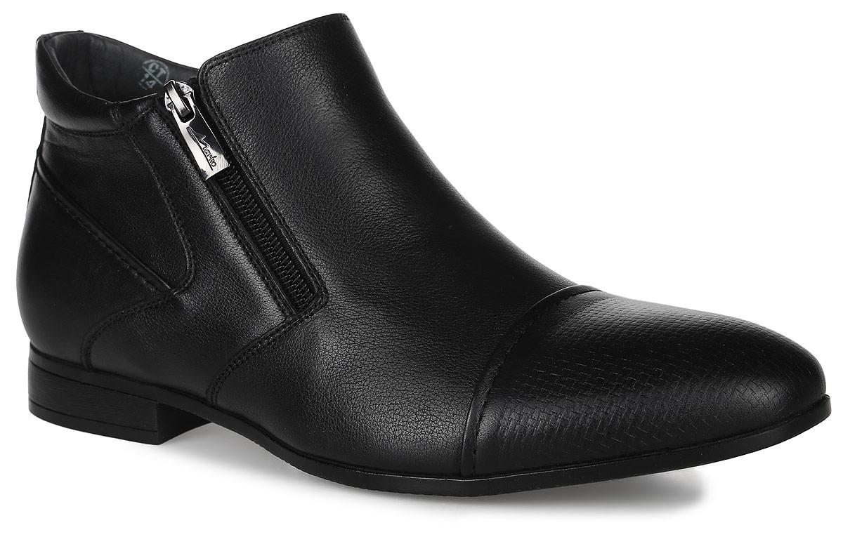 22612Стильные мужские ботинки Classic от Marko выполнены из натуральной кожи. Мысок оформлен декоративным тиснением. Подкладка и стелька из мягкого текстиля обеспечат комфорт. Боковые застежки-молнии позволяют легко снимать и надевать модель. Подошва и каблук дополнены рифлением.