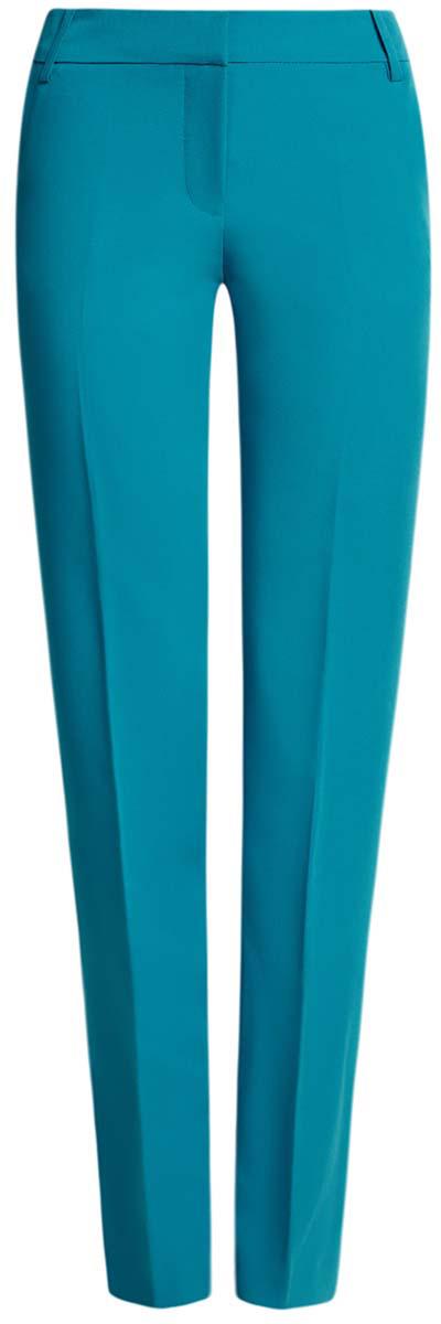 21703075-5B/18600/2900NСтильные женские брюки oodji Collection выполнены из полиэстера с добавлением вискозы и эластана. Модель с стандартной посадкой оформлена сзади декоративным карманом. По бокам изделие дополнено втачными карманами. Застегиваются брюки на молнию, пуговицу и застежку-крючок. Также модель оснащена шлевками для ремня.
