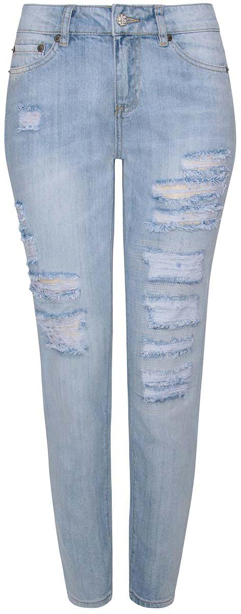 12105017/42559/7000WЖенские джинсы oodji Denim выполнены из высококачественного натурального хлопка. Джинсы прямого кроя и стандартной посадки застегиваются на пуговицу в поясе и ширинку на застежке-молнии, дополнены шлевками для ремня. Джинсы имеют классический пятикарманный крой: спереди модель дополнена двумя втачными карманами и одним маленьким накладным кармашком, а сзади - двумя накладными карманами. Джинсы украшены декоративными потертостями, разрезами и заплатками.