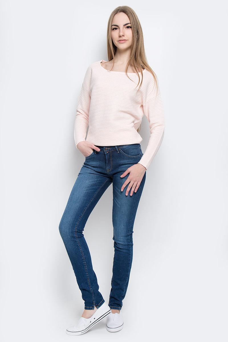 Джинсы19561_w.darkСтильные женские джинсы F5 Paris выполнены из хлопка с добавлением эластана. Материал мягкий и приятный на ощупь, не сковывает движения и позволяет коже дышать. Джинсы-скинни средней посадки застегиваются на пуговицу в поясе и ширинку на застежке-молнии. На поясе предусмотрены шлевки для ремня. Спереди модель оформлена двумя втачными карманами и одним маленьким прорезным кармашком, а сзади - двумя накладными карманами. Модель оформлена эффектом потертости, перманентными складками и контрастной прострочкой. Нижняя часть модели по внутреннему шву дополнена небольшими разрезами.