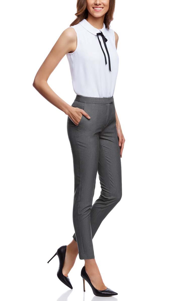 21700201B/18600/2900NСтильные женские брюки oodji Collection выполнены из полиэстера с добавлением вискозы и эластана. Модель со стандартной посадкой оформлена сзади имитацией кармана. По бокам изделие дополнено втачными карманами. Застегиваются брюки на молнию, пуговицу и застежку-крючок.