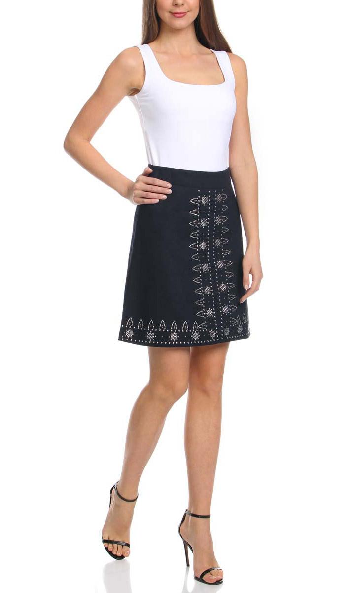 Юбка11600425/16009/7900NЛьняная юбка трапециевидного силуэта оформлена металлическим этническим декором. Сзади модель застегивается на потайную застежку-молнию.