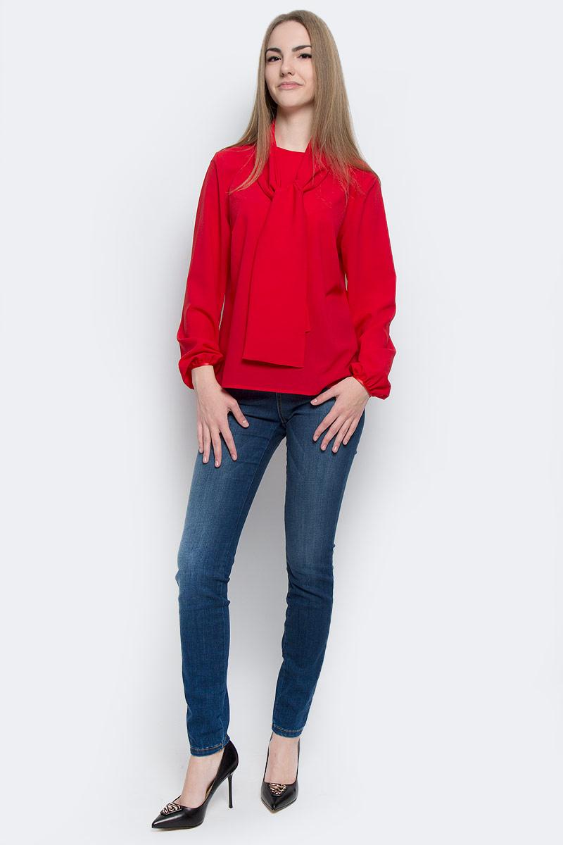 Блузка101620Стильная женская блузка Milana Style выполнена из качественного полиэстера с добавлением эластана. Модель c круглым вырезом горловины и длинными рукавами застегивается сзади по спинке на пуговицу, манжеты рукавов также дополнены пуговицами. Блузка свободного кроя выполнена в лаконичном дизайне и оформлена широким декоративным шарфиком.