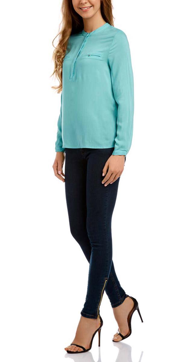 Блузка11411102/24681/7300NЖенская блузка с длинными рукавами oodji Ultra выполнена из вискозы. Модель оформлена круглым воротом, который застегивается на пуговицы. Лицевая сторона дополнена двумя карманами-обманками на пуговицах. Манжеты на рукавах застегиваются на пуговицы.