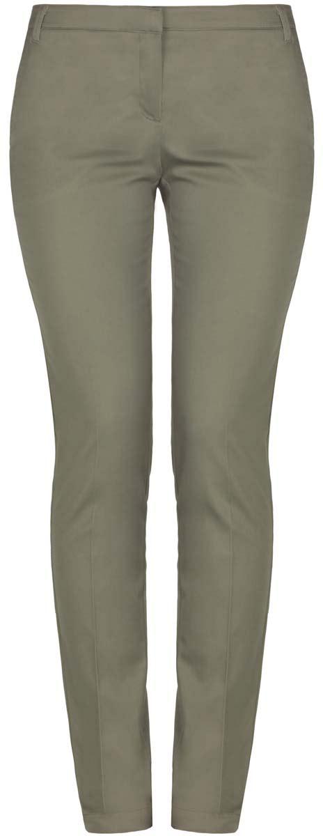 Брюки11704017B/14522/6600NСтильные женские брюки oodji выполнены из хлопка с небольшим добавлением эластана. Модель с заниженной посадкой застегивается на молнию, пуговицу и застежку-крючок, имеются шлевки для ремня. По бокам изделие дополнено втачными карманами, сзади двумя прорезными карманами.