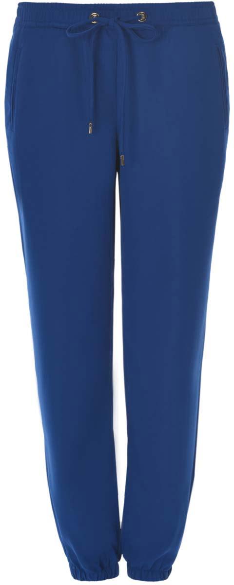 Брюки11709033/42720/7900NЖенские брюки oodji Ultra стандартной посадки изготовлены из полиэстера с добавлением эластана. Брюки на поясе дополнены широкой эластичной резинкой и затягивающимся шнурком. Спереди модель оформлена имитацией прорезных карманов. Брюки понизу дополнены широкими эластичными резинками.