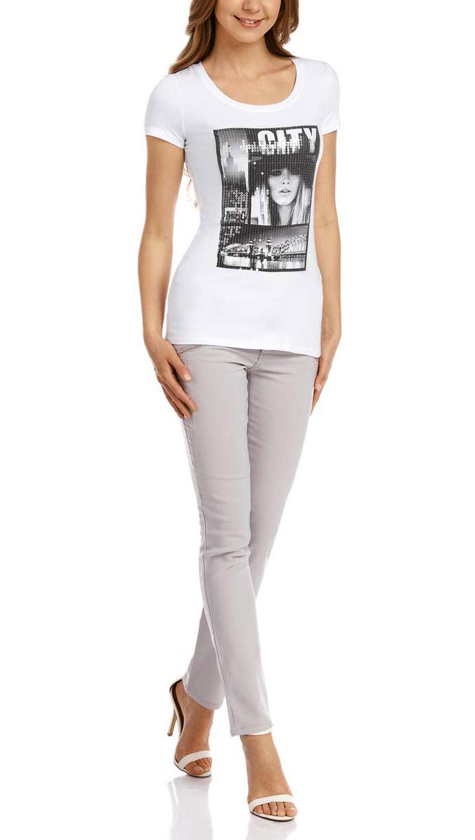 24701010/13571/1029PМодная женская футболка oodji Collection выполнена из хлопка с добавлением эластана. Модель с круглым вырезом горловины и стандартными короткими рукавами. Футболка украшена оригинальным принтом и дополнена пайетками.
