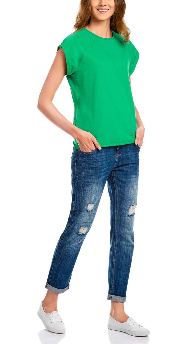 Футболка14707001-4B/46154/1000NЖенская футболка выполнена из 100% хлопка. Модель с круглым вырезом горловины и короткими рукавами-реглан. Рукава оформлены декоративными отворотами. Края изделия не обработаны швом.
