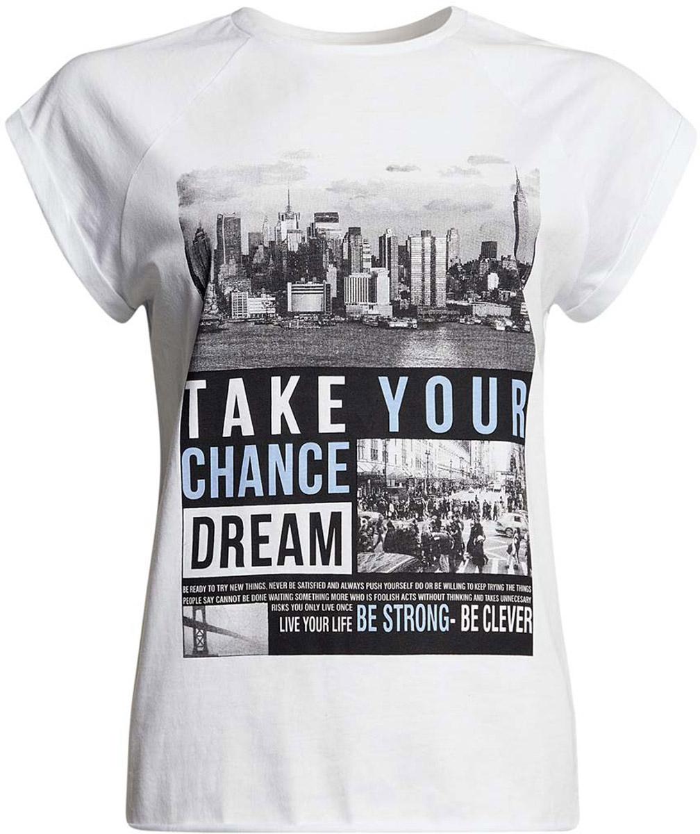 14707001-14/46154/1023PСтильная женская футболка oodji Ultra выполнена из натурального хлопка. Модель с круглым вырезом горловины и короткими рукавами-реглан оформлена оригинальным принтом с изображением города и надписями. По низу футболка имеет необработанные швы.