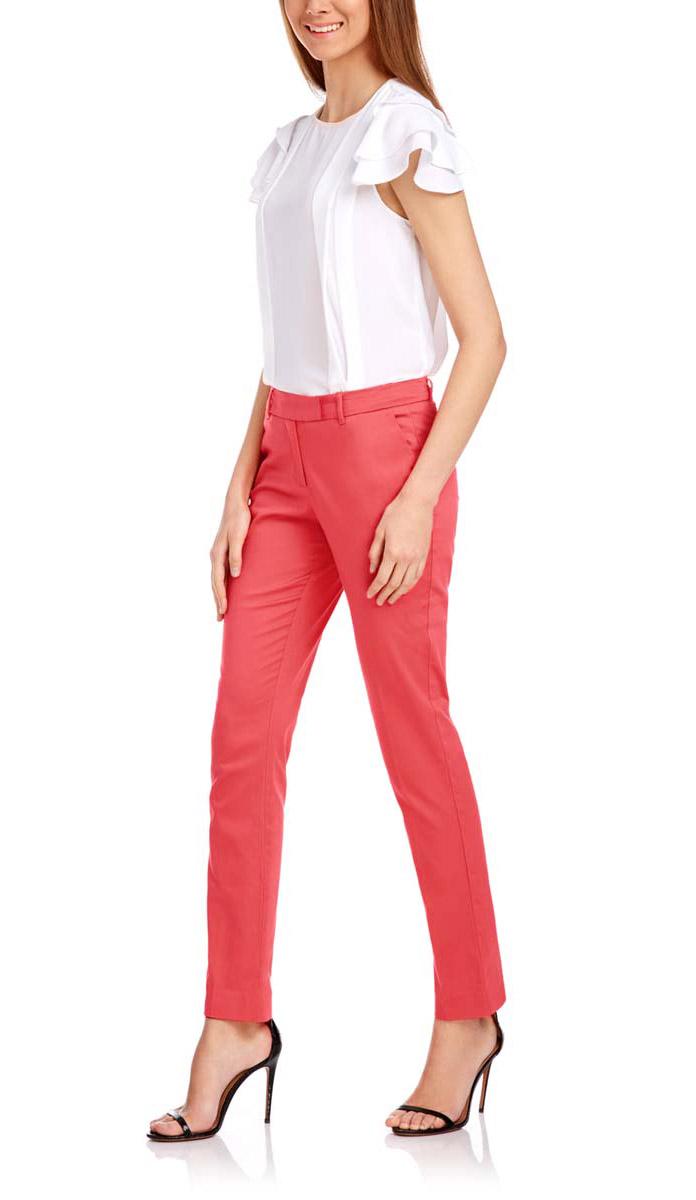 21704159-1B/14522/4300NСтильные женские брюки oodji выполнены из хлопка и эластана, комфортны при движении. Модель со стандартной посадкой оформлена сзади декоративными вшитыми карманами. Спереди брюки имеют гульфик на молнии и застегиваются на пуговицу и застежку-крючок. Также брюки оснащены открытыми карманами и шлевками.