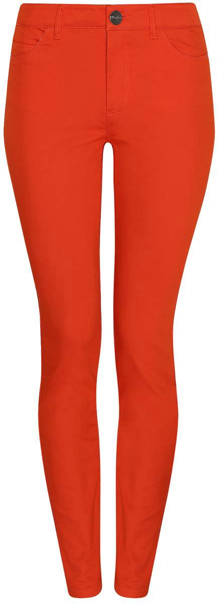 Джинсы12104059B/45491/6000NЖенские джинсы oodji Denim выполнены из натурального хлопка с добавлением полиэстера и полиуретана. Джинсы зауженного кроя имеют длину 7/8, а также эффект пуш-ап ягодиц. Посадка изделия средняя. Джинсы застегиваются на пуговицу в поясе и ширинку на застежке-молнии. На поясе предусмотрены шлевки для ремня. Джинсы имеют классический пятикарманный крой: спереди расположены два прорезных кармана и один небольшой карман, а сзади - два накладных кармана.