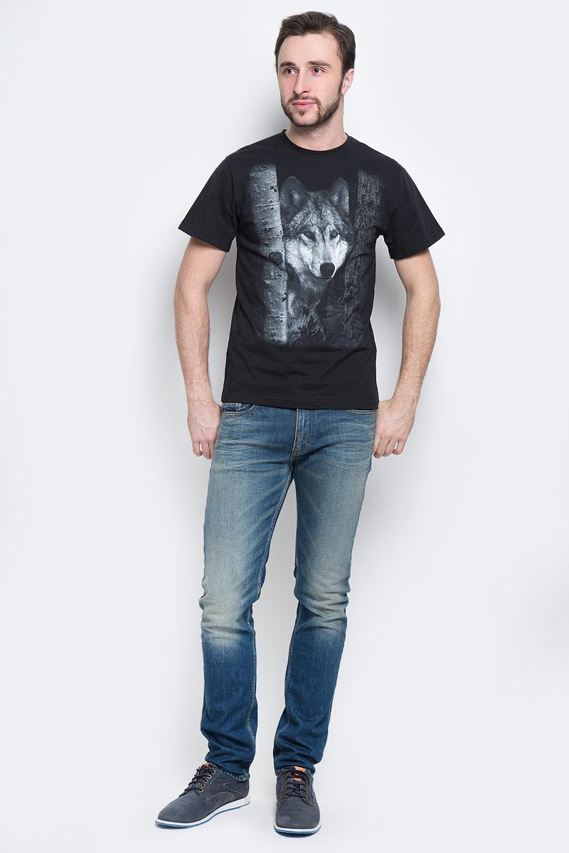 Футболка01175_ВолкМужская футболка Todomoda Волк, изготовленная из натурального хлопка, очень мягкая, тактильно приятная и не сковывает движения. Изделие с круглым вырезом горловины и короткими рукавами оформлено спереди изображением волка, сзади - изображением луны. Вырез горловины дополнен трикотажной резинкой. Прекрасный подарок для себя и для друга.