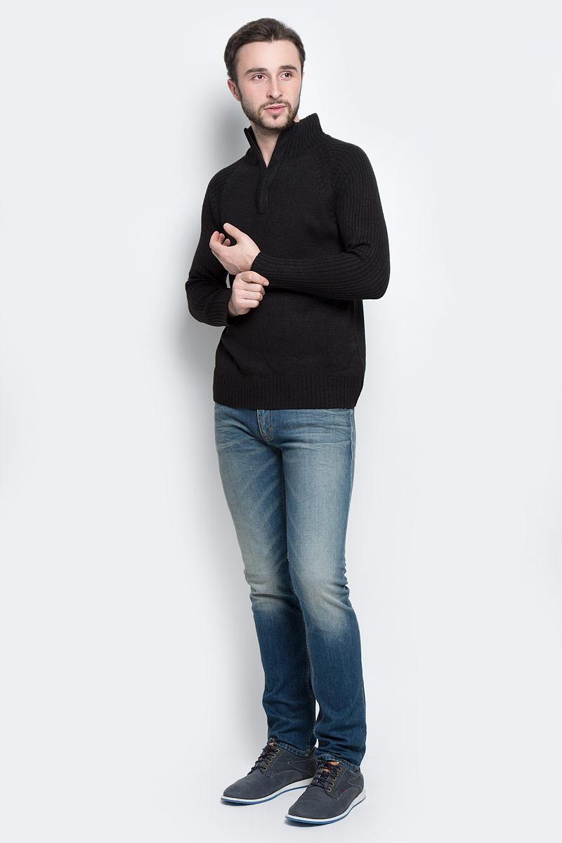 А55001Стильный мужской свитер Epic Hero с воротником-стойкой и длинными рукавами изготовлен из высококачественной акриловой пряжи. Горловина, низ и рукава свитера связаны резинкой. Воротник у модели застёгивается на молнию.