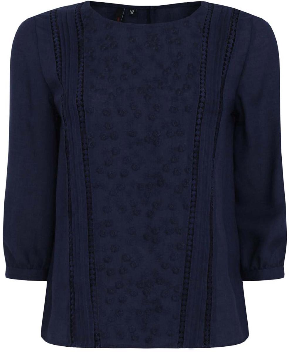 Блузка11411094/45403/1200NЖенская блузка oodji Ultra выполнена из комбинации вискозы и полиэстера. Модель с круглым вырезом горловины и стандартными рукавами три четверти. На спинке и манжетах имеются пуговицы. Спереди изделие декорировано вышивкой и складками.