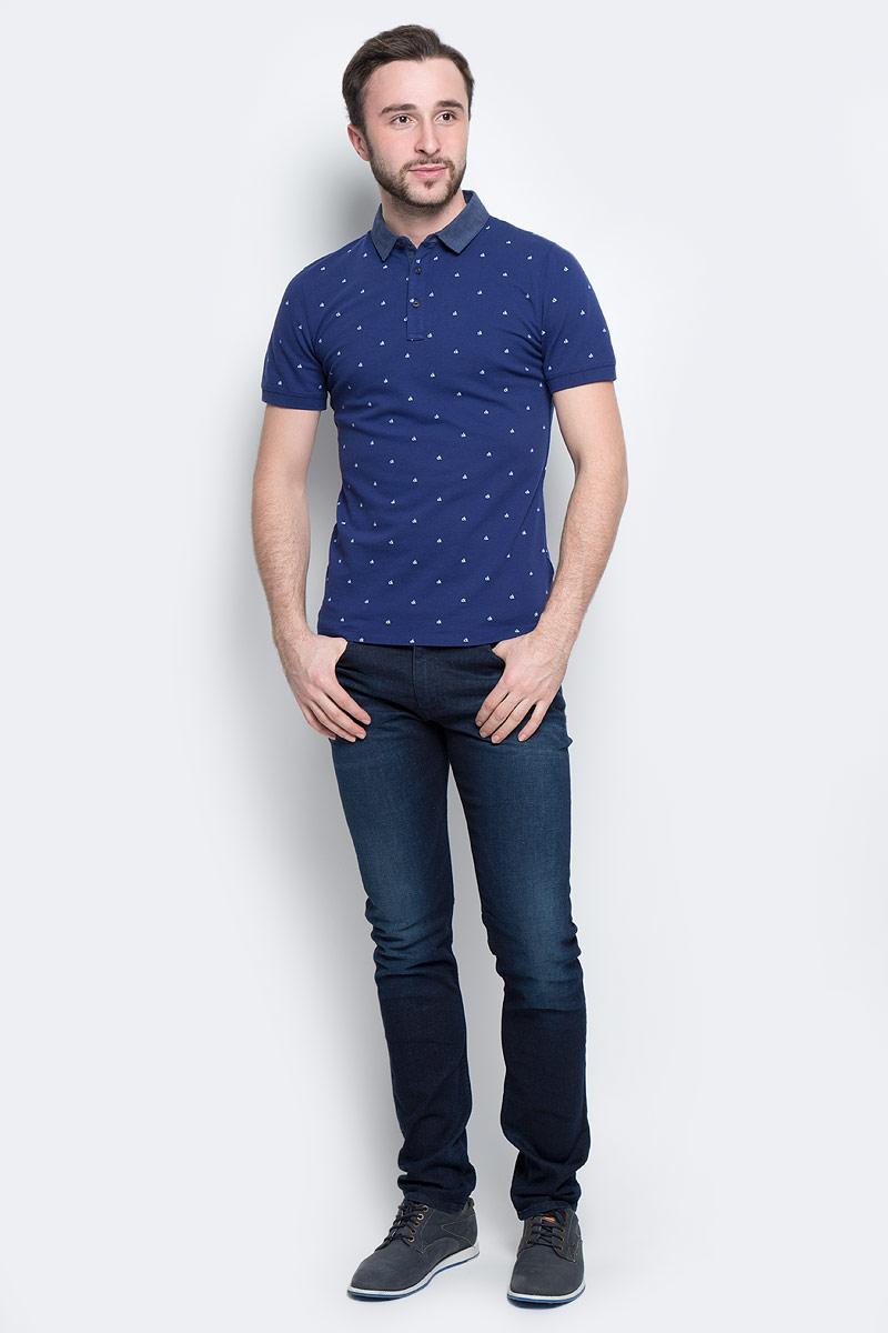 ПолоJ30J301259_4750Классическая мужская футболка-поло Calvin Klein Jeans изготовлена из натурального хлопка с добавлением эластана. Футболка-поло с отложным воротником и короткими рукавами застегивается сверху на три пуговицы. Края рукавов выполнены из трикотажной резинки. Спинка модели удлинена, по бокам предусмотрены небольшие разрезы. Изделие украшено мелким принтом с логотипом бренда.