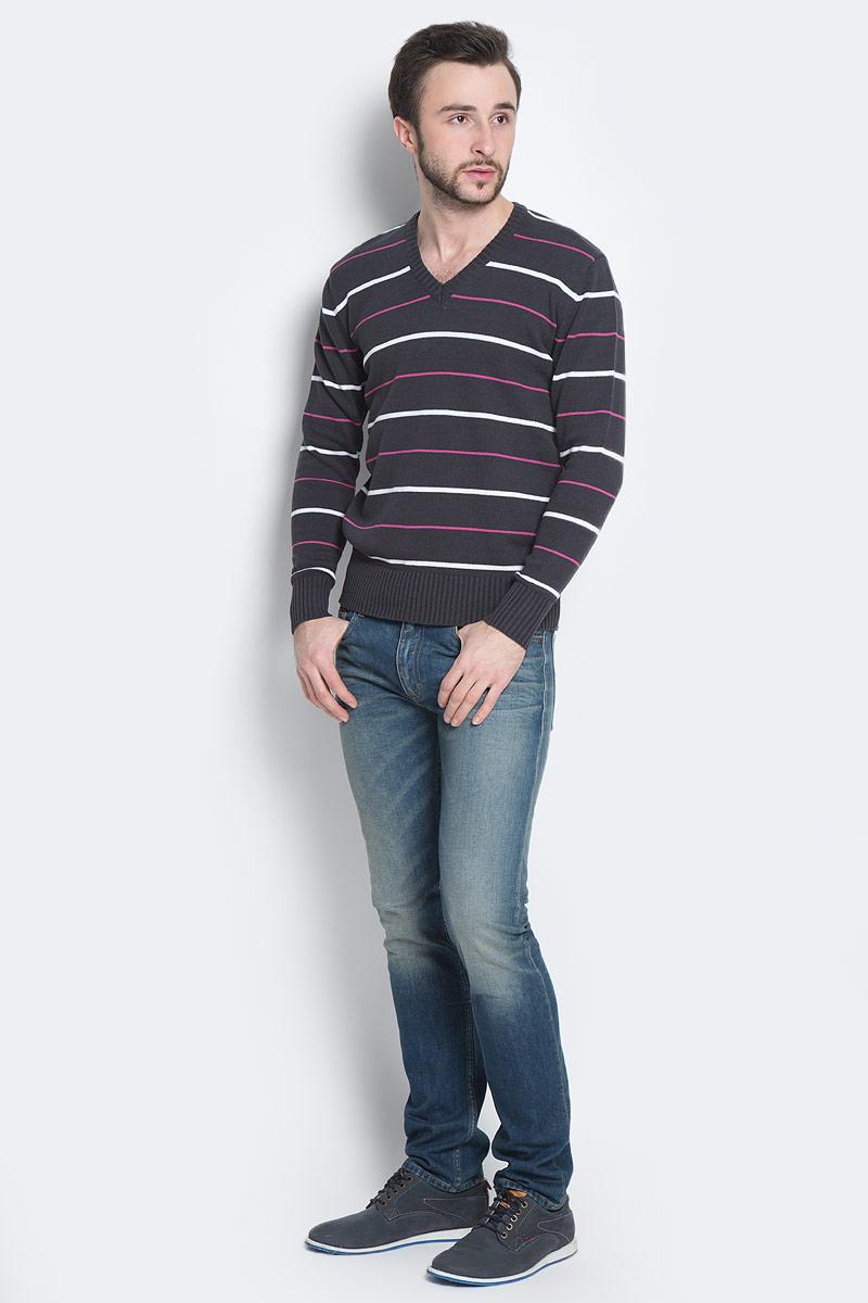 ПуловерА600090415Мужской пуловер D&H Basic изготовлен из натуральной хлопковой пряжи. Модель с V-образным вырезом горловины и длинными рукавами оформлена полосками. Манжеты и низ изделия связаны резинкой.