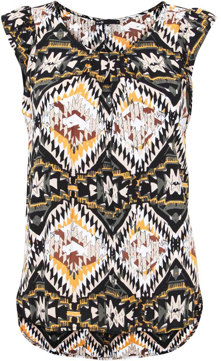 11403194-1/24681/2933EЖенская блузка oodji Ultra выполнена из вискозы. Модель с короткими рукавами и круглой горловиной. Лицевая сторона оформлена крупными декоративными складками, спинка - вертикальной планкой с пуговицами и разрезом. Низ изделия слегка закруглен, спинка длиннее передней части.
