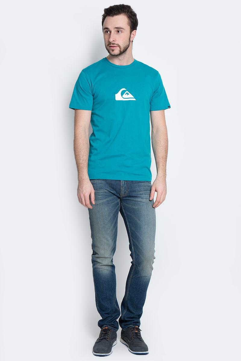 EQYZT03688-BPW0Мужская футболка Quiksilver выполнена из натурального хлопка. Модель с круглым вырезом горловины и короткими рукавами оформлена логотипом бренда. Горловина дополнена трикотажной резинкой.