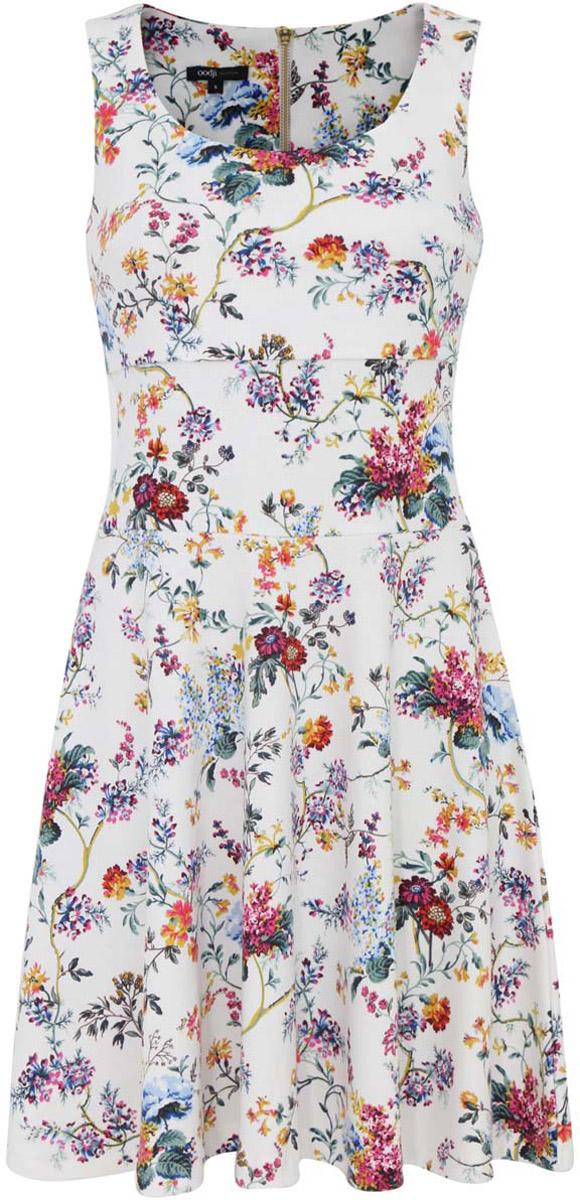 Платье14015005/45446/1019FМодное платье oodji Ultra станет отличным дополнением к вашему гардеробу. Модель выполнена из качественного полиэстера с добавлением эластана. Платье-миди без рукавов с круглым вырезом горловины застегивается сзади по спинке на застежку-молнию. Оформлена модель интересным цветочным принтом.