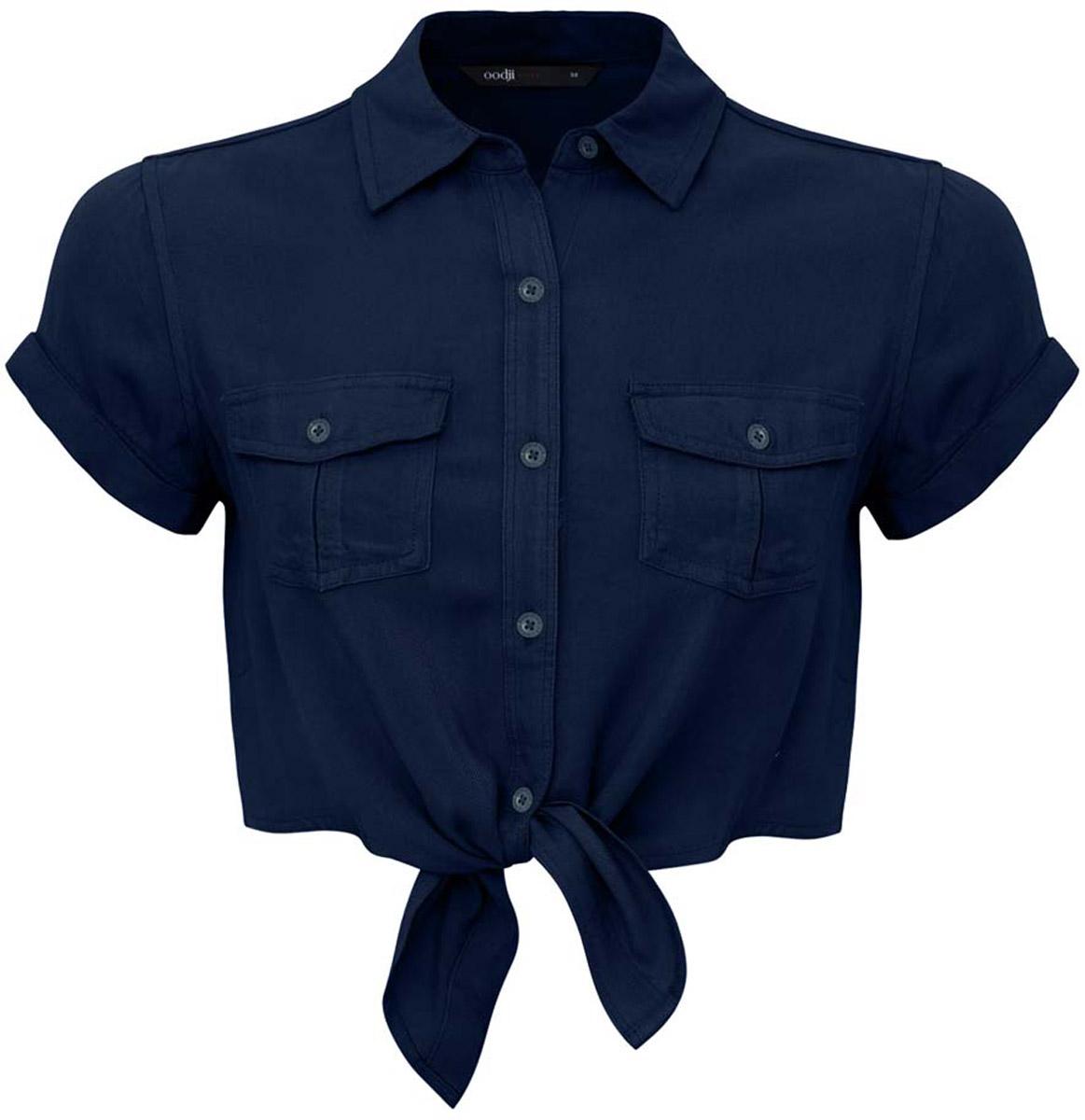 Блузка11400429/42828/7900NУкороченная блузка oodji Ultra выполнена из вискозы. Модель с отложным воротником и короткими рукавами застегивается с помощью пуговиц. Блузка дополнена накладными карманами, закрывающимися клапанами на пуговицы. Рукава дополнены подворотами.