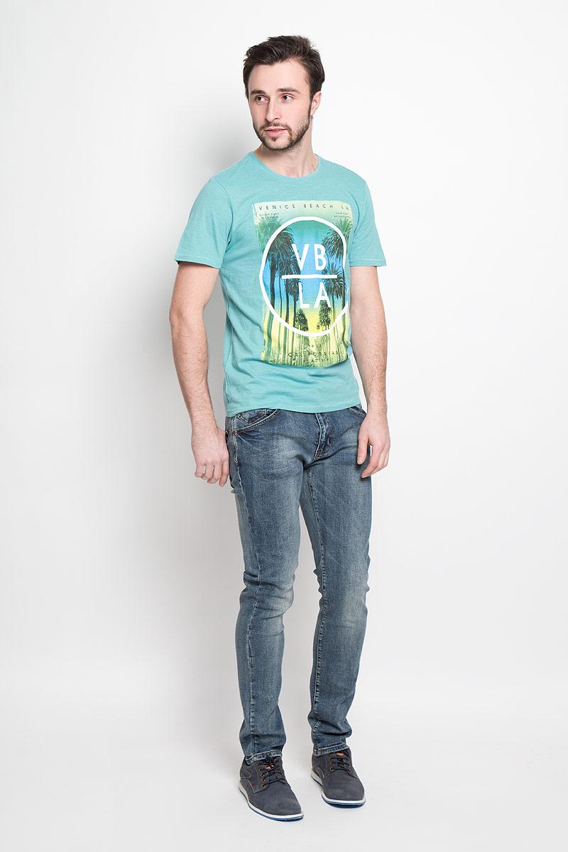 ДжинсыSSP2270NIМужские джинсы, слегка зауженные к низу и средней посадки. Изготовлены из эластичного хлопка, превосходно сидят и не сковывают движения. Джинсы на талии застегиваются на пуговицу, также имеются ширинка на застежке-молнии и шлевки для ремня. Спереди модель оснащена двумя втачными карманами и одним маленьким накладным кармашком, а сзади двумя накладными карманами.