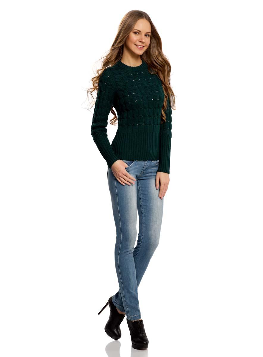 Джинсы12103112/33636/7000WМодные женские джинсы oodji Denim выполнены из хлопка с добавлением эластана. Джинсы модели слим с заниженной посадкой застегиваются на две пуговицы в поясе и ширинку на застежке-молнии. На поясе предусмотрены шлевки для ремня. Джинсы имеют классический пятикарманный крой: спереди расположены два втачных кармана и один небольшой накладной карман, а сзади - два накладных кармана. Модель оформлена эффектом потертости.