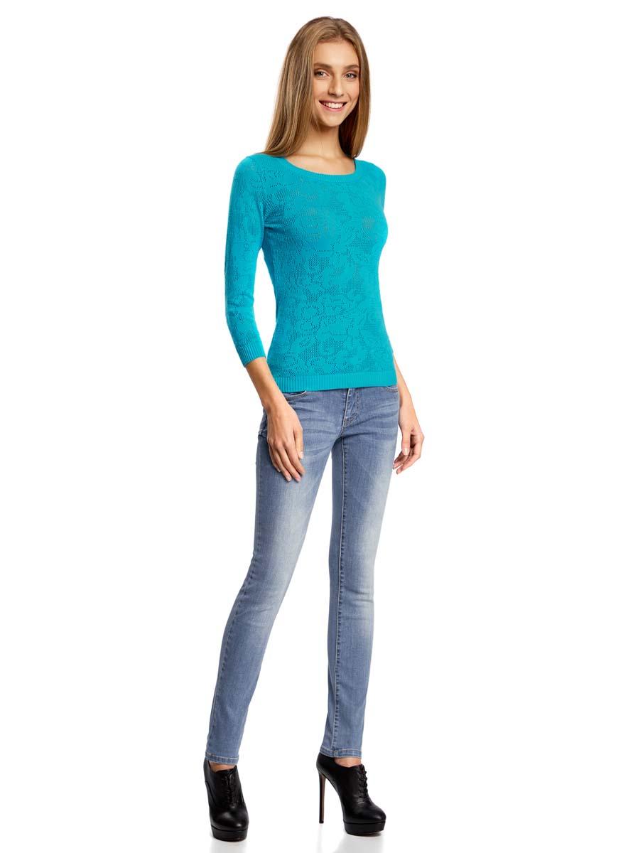 Джинсы12103121-1/43322/7500WМодные женские джинсы oodji Denim выполнены из хлопка с добавлением полиэстера и эластана. Джинсы модели слим со стандартной посадкой застегиваются на пуговицу в поясе и ширинку на застежке-молнии. На поясе предусмотрены шлевки для ремня. Джинсы имеют классический пятикарманный крой: спереди расположены два втачных кармана и один небольшой карман на молнии, а сзади - два накладных кармана. Модель оформлена эффектом потертости.
