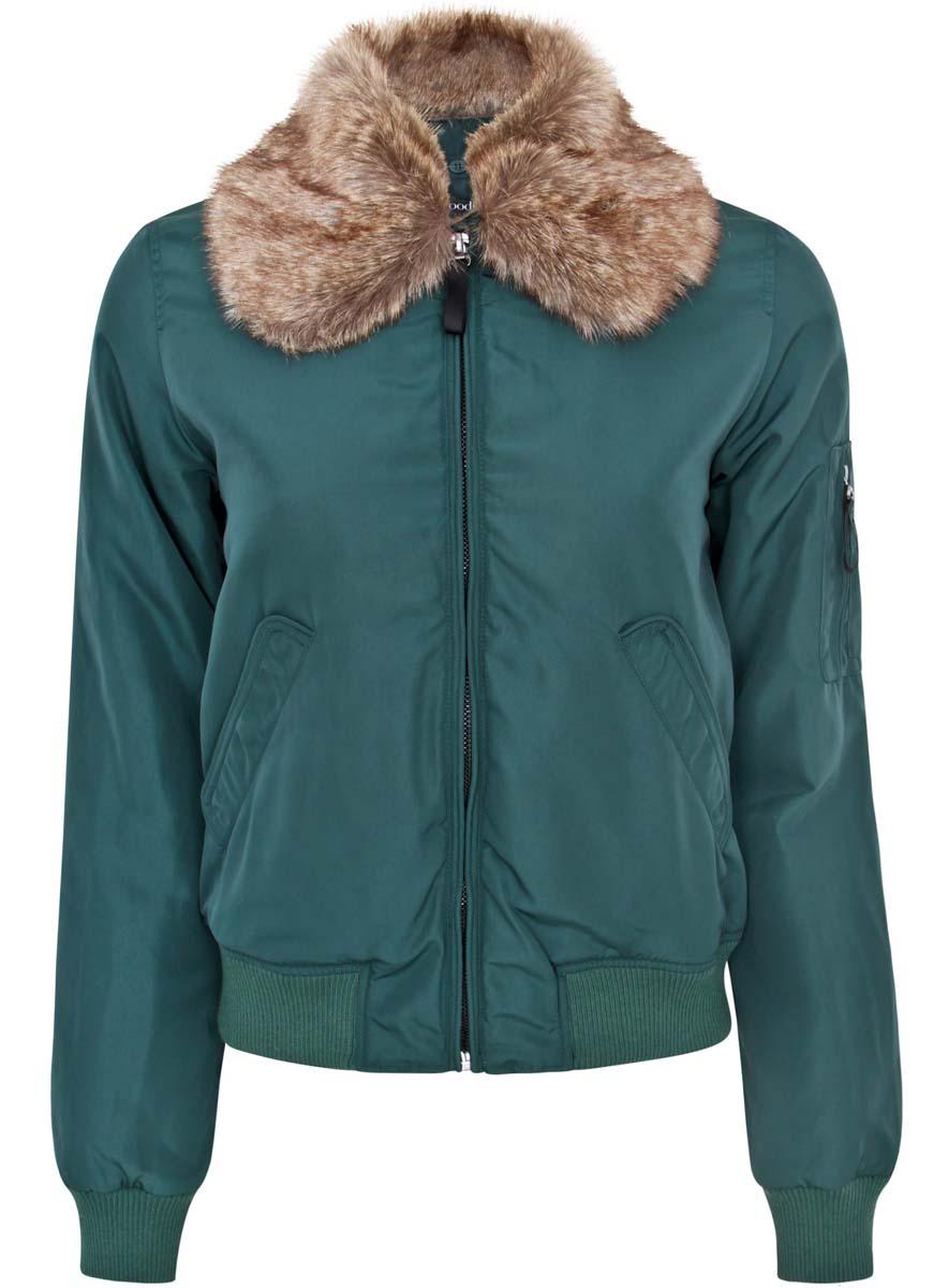 Куртка10203047/43377/6E00NСтильная женская куртка oodji Ultra выполнена из полиэстера с утеплителем из тонкого слоя синтепона, застегивается на металлическую застежку-молнию. Подкладка также изготовлена из качественного полиэстера. Модель с отложным воротником, дополненным искусственным мехом, который пристегивается при помощи пуговиц. Спереди куртка оснащена двумя втачными карманами с клапанами на кнопках, а на рукаве оформлена оригинальными накладными кармашками. Манжеты на рукавах и низ изделия выполнены из широкой трикотажной резинки.