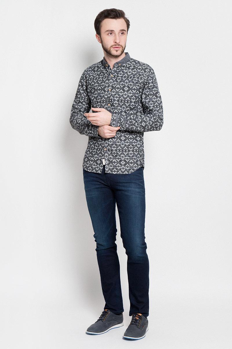 Рубашка2032745.00.12_2802Стильная мужская рубашка Tom Tailor Denim выполнена из натурального хлопка. Модель приталенного силуэта Fitted с отложным воротником и длинными рукавами застегивается на пуговицы спереди. Манжеты рукавов дополнены застежками-пуговицами.