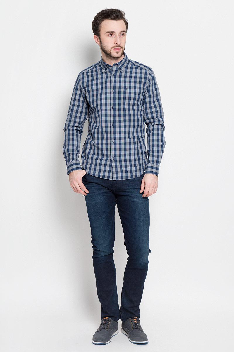 РубашкаW59244LAKСтильная мужская рубашка Wrangler выполнена из натурального хлопка. Модель приталенного силуэта с отложным воротником и длинными рукавами застегивается на пуговицы спереди. Манжеты рукавов дополнены застежками-пуговицами.