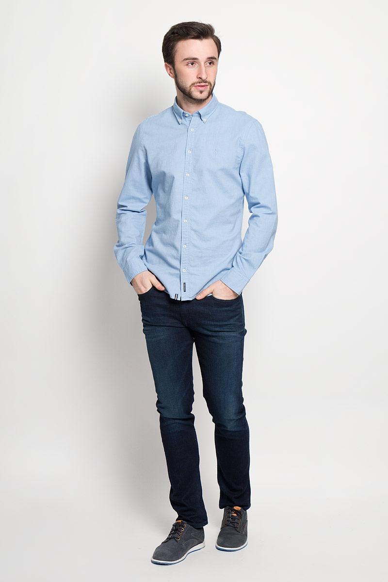 Рубашка178442062_A81Стильная мужская рубашка Marc OPolo, выполненная из натурального хлопка, позволяет коже дышать, тем самым обеспечивая наибольший комфорт при носке. Модель классического кроя с отложным воротником застегивается на пуговицы по всей длине. Длинные рукава рубашки дополнены манжетами на пуговицах. На груди оформлена вышивкой с логотипом бренда.
