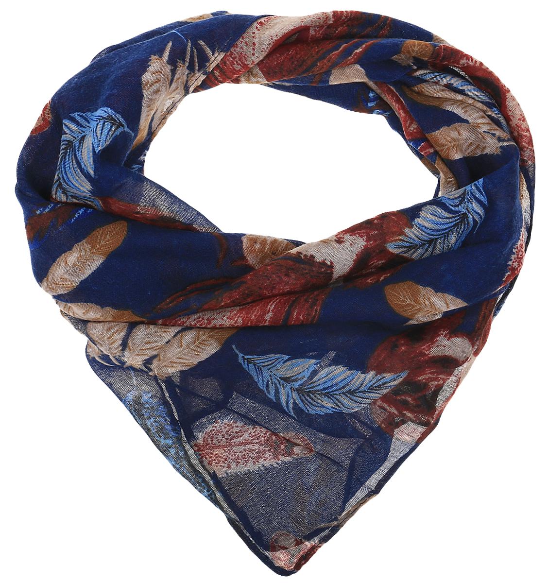 RoFC428-1/BL09-3Стильный женский платок Vita Pelle изготовлен из высококачественного хлопка с добавлением полиэстера и модала. Платок оформлен крупным принтом с изображением перьев. Край отделан швом американка.