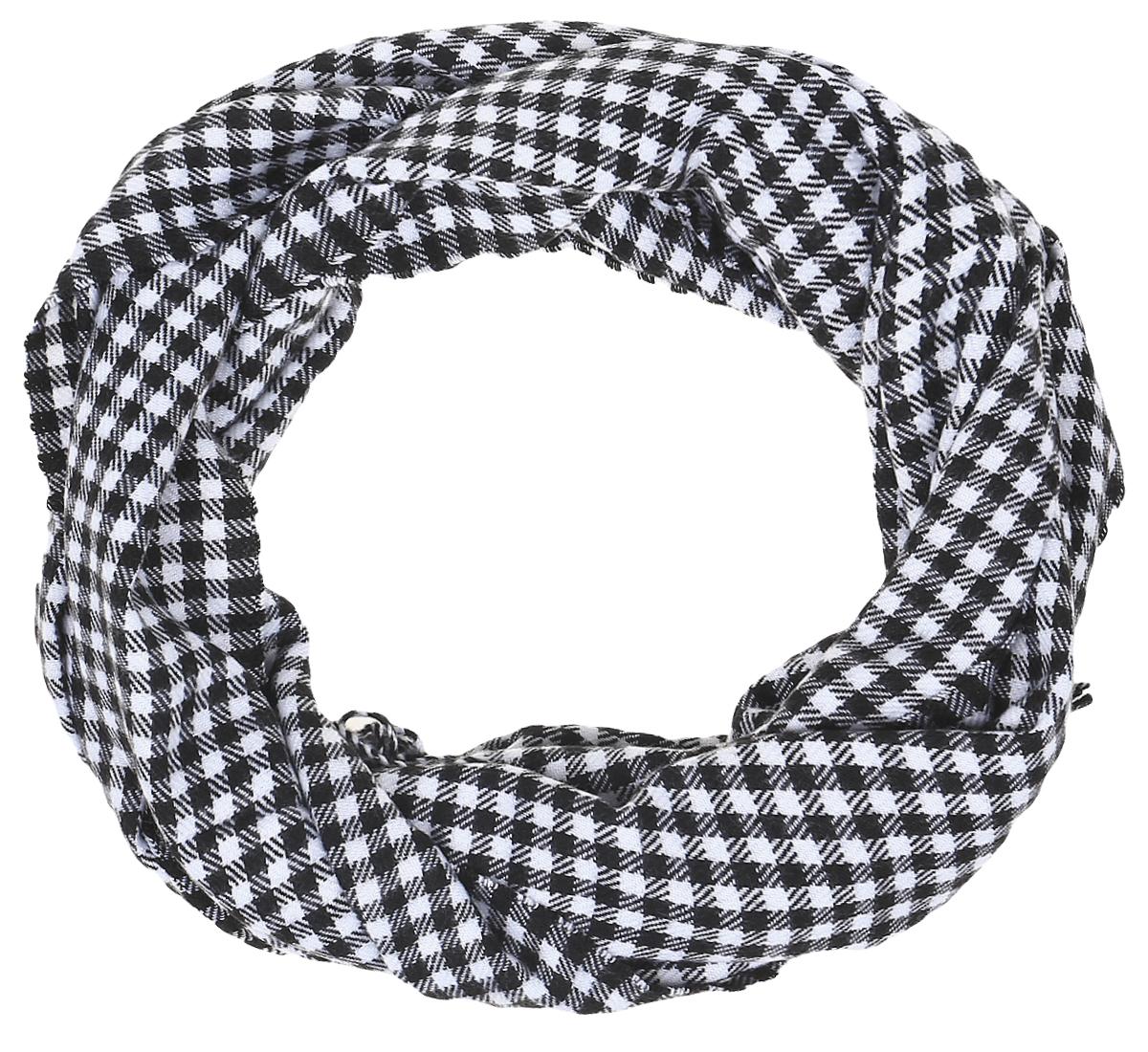 RodD431/26Женский шарф Vita Pelle выполнен из высококачественной пряжи из вискозы с добавлением шерсти и кашемира. Широкий шарф украшен бахромой в виде жгутиков по краю и оформлен узором в классическую клетку.