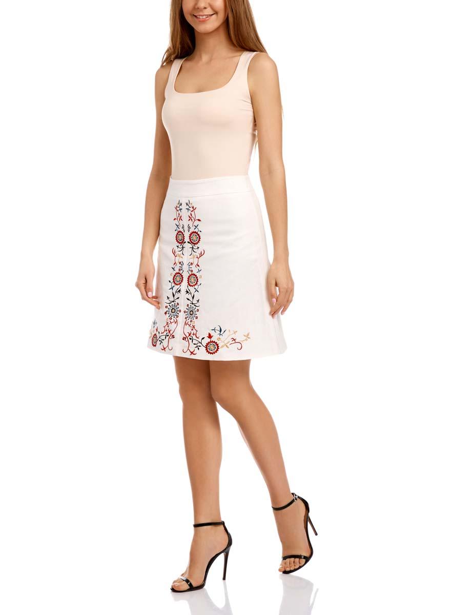 Юбка11600425M/16009/1245PЛьняная юбка трапециевидного кроя оформлена очаровательной вышивкой. Сзади модель застегивается на потайную застежку-молнию.