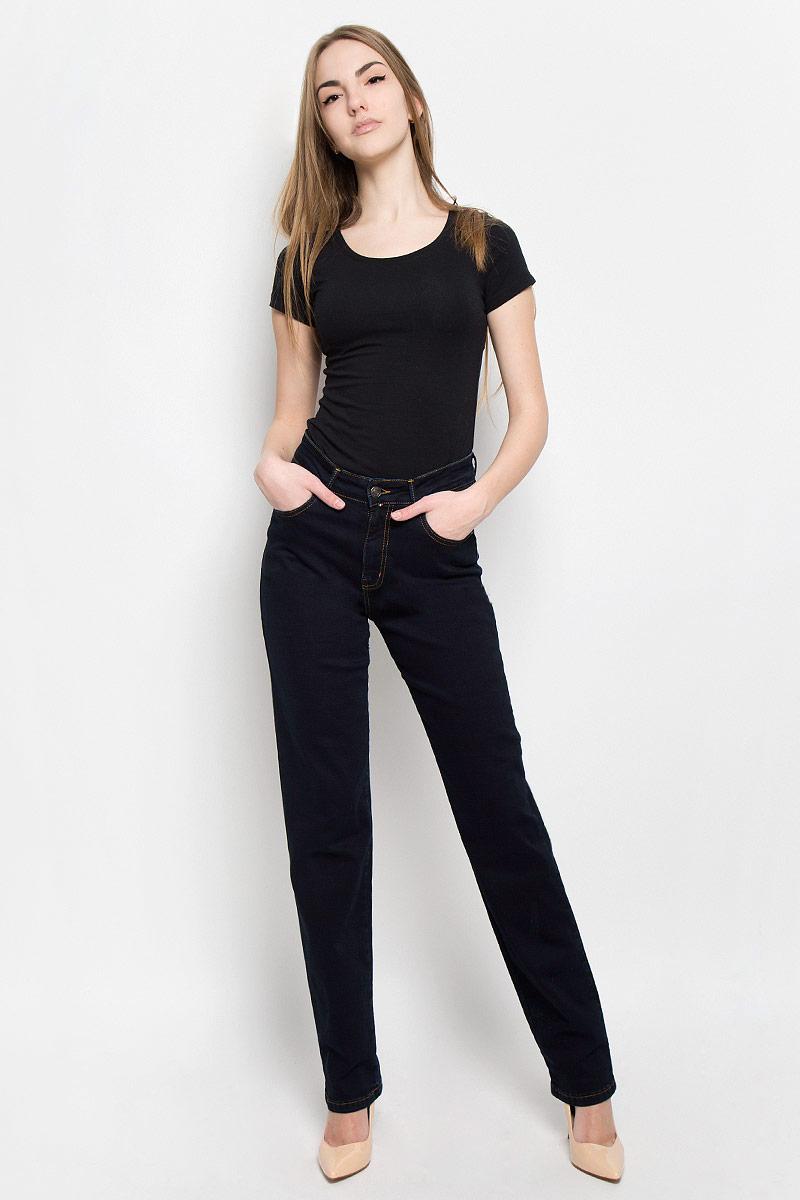 19736_w.garmentЖенские джинсы F5 выполнены из высококачественного хлопка с добавлением полиэстера и эластана. Джинсы прямого кроя застегиваются на пуговицу в поясе и ширинку на застежке-молнии, дополнены шлевками для ремня. Джинсы имеют классический пятикарманный крой: спереди модель дополнена двумя втачными карманами и одним маленьким накладным кармашком, а сзади - двумя накладными карманами.