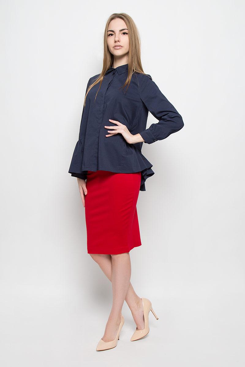 1201541Свободная блузка Ruxara изготовлена из эластичной хлопковой ткани. У модели аккуратный отложной воротник, длинные рукава на манжете, потайная застежка с пуговицами подчеркивают лаконичность кроя. Низ изделия дополнен баской в сборку.