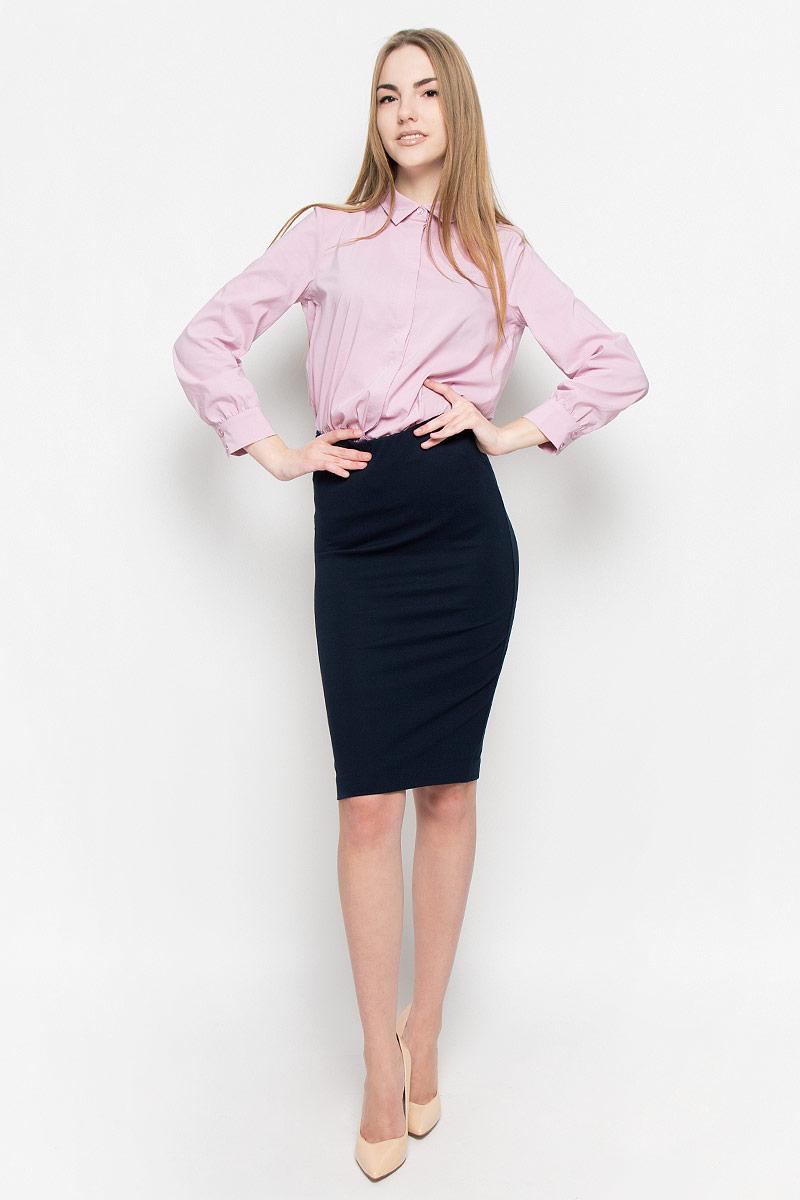 Юбка2400110Классическая юбка-карандаш изготовлена из эластичной вискозной ткани. Модель на широкой резинке по талии. Шлица дополнена застежкой на потайную молнию.