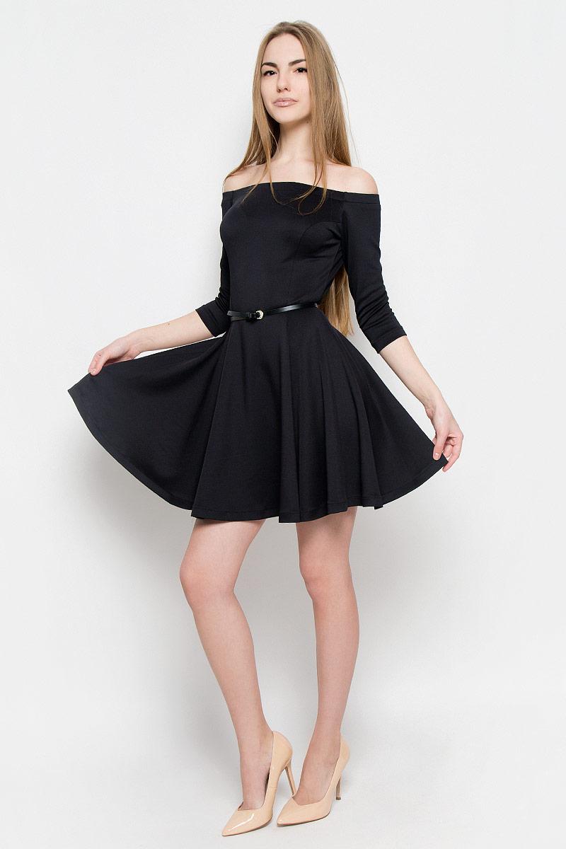 Платье110702Стильное и элегантное платье рукавом 3/4 выполнено из плотного однотонного трикотажа. Модель приталенного силуэта с юбкой-солнце. Вырез горловины лодочка подчеркивает красивую линию плеч. В дополнение пояс с металлической пряжкой.