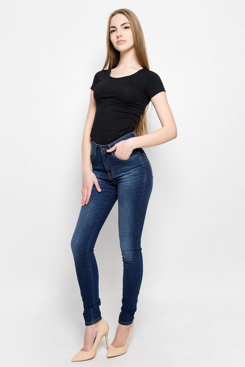 Джинсы19731_w.darkЖенские джинсы F5 выполнены из хлопка с добавлением полиэстера и эластана. Джинсы застегиваются на пуговицу в поясе и ширинку на застежке-молнии, дополнены шлевками для ремня. Джинсы имеют классический пятикарманный крой: спереди модель дополнена двумя втачными карманами и одним маленьким накладным кармашком, а сзади - двумя накладными карманами.