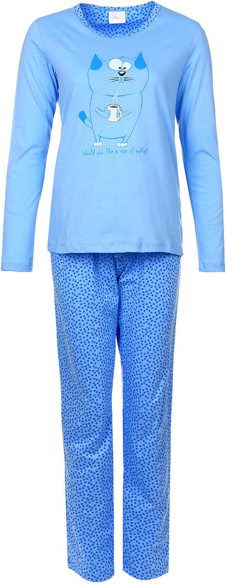 17150123Женский домашний костюм Violett состоит из лонгслива и брюк. Лонгслив с круглым вырезом горловины и длинными рукавами, изготовленный из эластичного хлопка, оформлен спереди стильным принтом с изображение котика. Брюки из натурального хлопка с эластичным поясом на шнурке оформлены оригинальным принтом с сердечками.